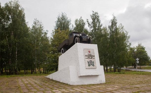 Памятник воинам-автомобилистам вернули на постамент