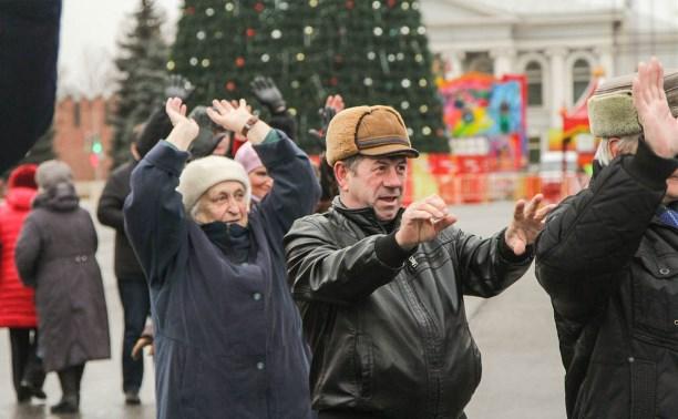 Туляки приняли участие в фитнес-разминке на площади Ленина