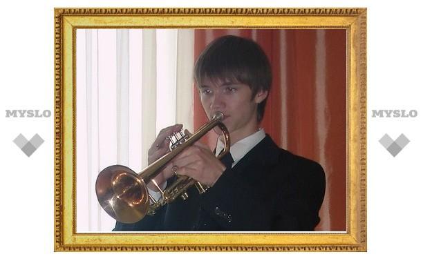 Никита Михалков вручил стипендию туляку