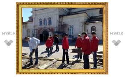 Туляки провели субботник в храме