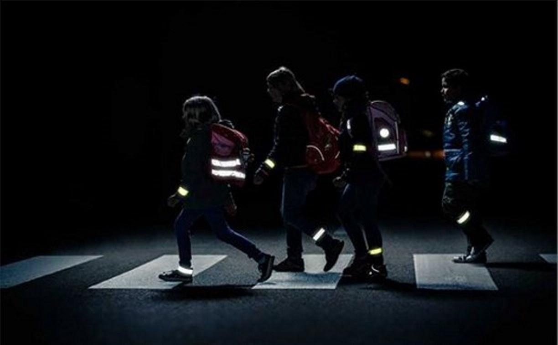 Почта России будет продавать в своих отделениях светоотражающие элементы для пешеходов