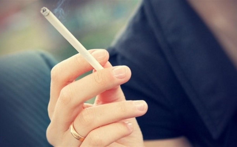 Депутаты предложили запретить продажу сигарет женщинам