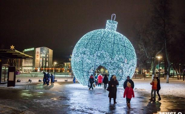 Выставка новогодних игрушек, киноутренники и экскурсия в ТЮЗ: афиша на 13 декабря