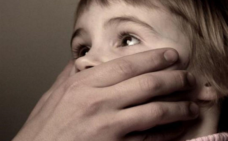 Тульский суд лишил родительских прав педофила, развращавшего собственную дочь