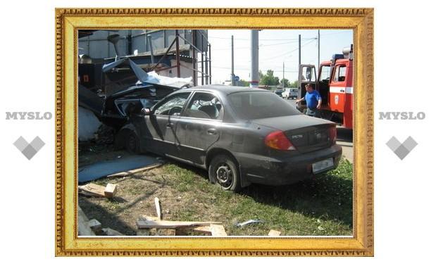 В Туле легковушка врезалась в автозаправку