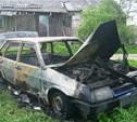 В Ленинском районе в горящей машине погиб человек