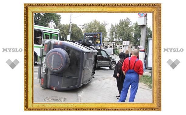 В Туле при аварии перевернулся джип