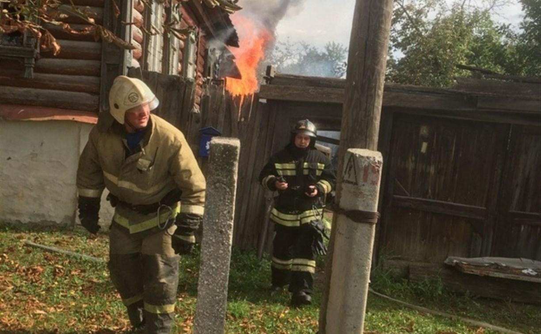 В Березовой роще в Туле загорелся дом