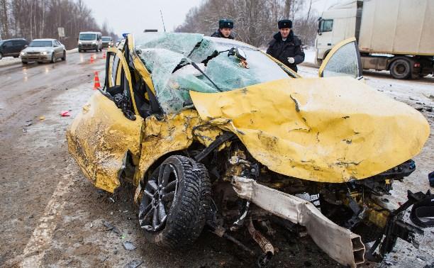 В серьезной аварии возле Богучарово под Тулой погибла женщина