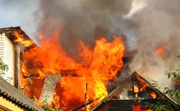 В подвале 5-этажного дома в Щекино сгорел сарай с хозинвентарем