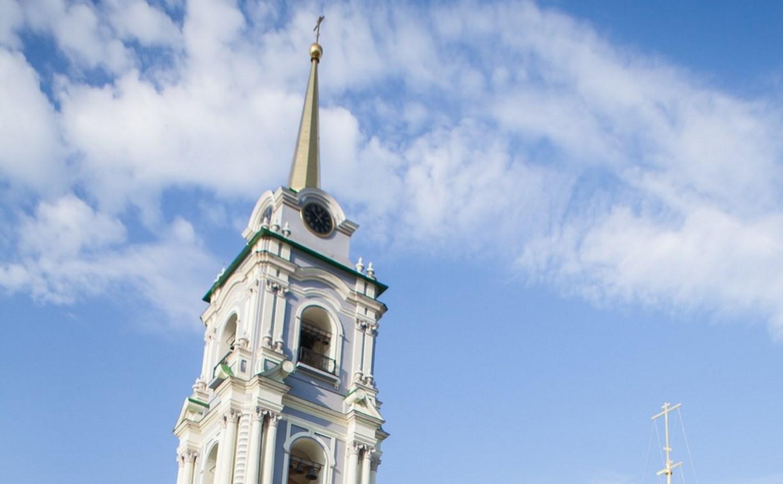 В часы на колокольне Тульского кремля попала молния