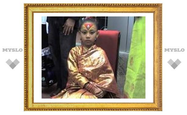 Поездка в США обошлась непальской живой богине потерей ее божественного статуса