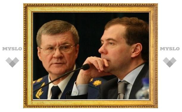 Медведев поручил генпрокурору проверить жалобу следователя из Кущевской