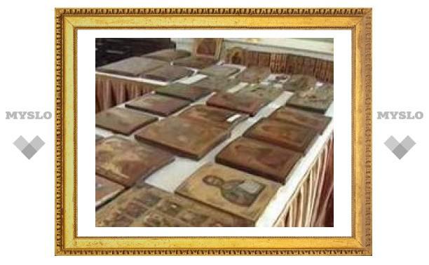 Старинные иконы служили досками в потолке