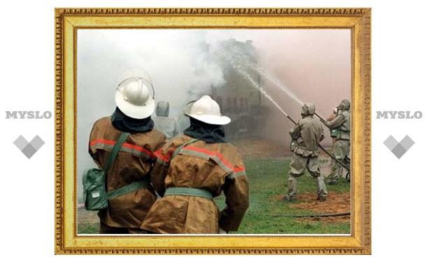 Под Тулой спасатели вытащили из горящего дома 15 человек