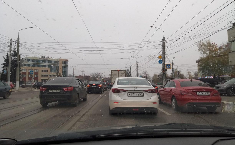 В центре Тулы из-за неработающего светофора собралась пробка