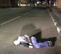 В центре Тулы мужчина лег спать на проезжей части