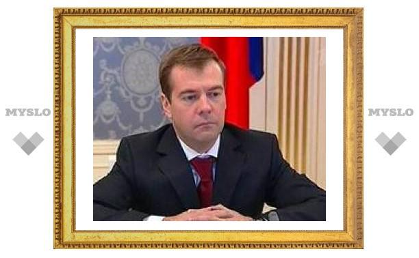 Медведева подготовили к финансовому кризису эксперты и очевидцы