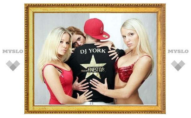 DJ York приедет в «London»