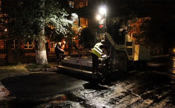 Припаркованные машины мешают ремонтировать дороги в Туле