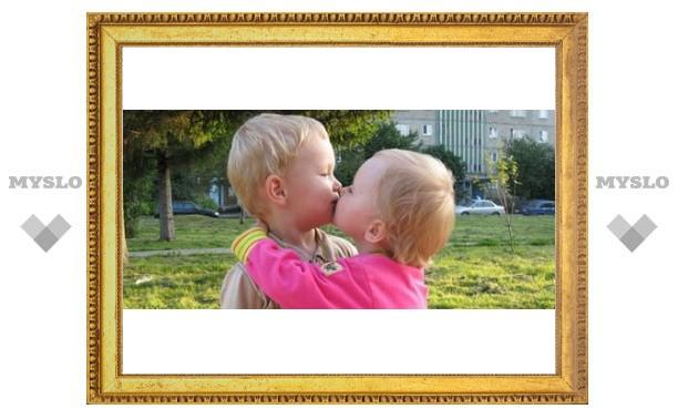 Туляки отмечают День поцелуев