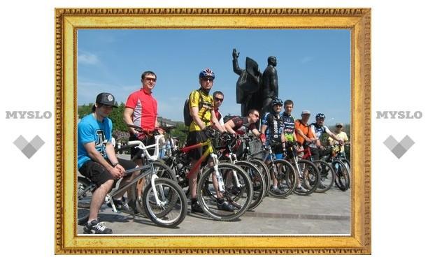 Тульские велосипедисты поздравили ветеранов