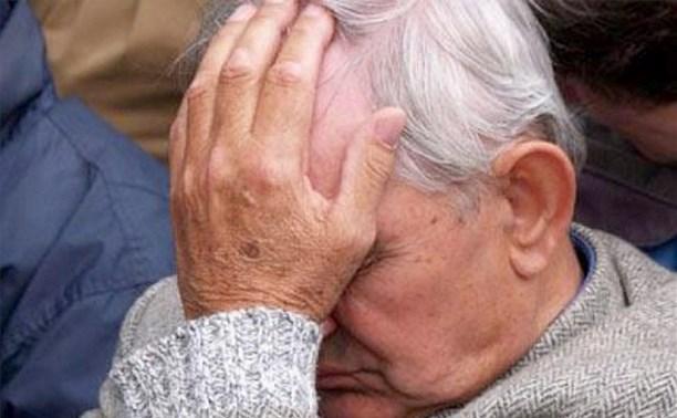 В Алексине мужчина помог пенсионеру донести сумки до дома и обокрал его