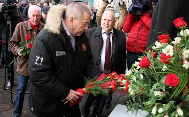 В Туле состоялось открытие мемориальной доски оружейнику Владимиру Рогожину