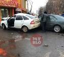 Момент аварии с вылетевшими на тротуар автомобилями попал на видео