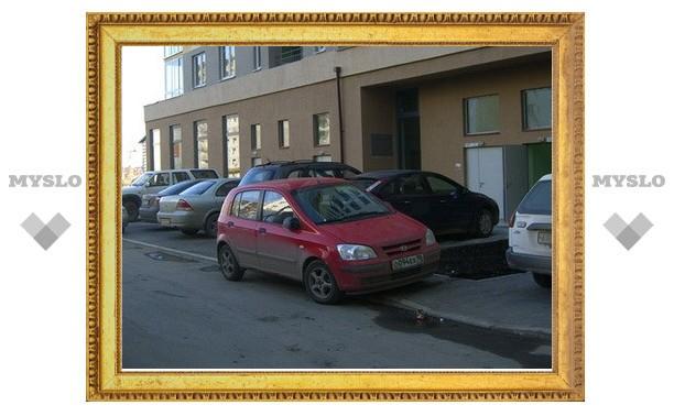 За парковку на велодорожке и тротуаре водитель выложит 3000 рублей