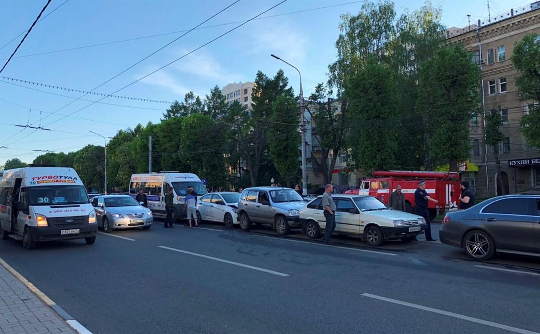 В центре Тулы маршрутка спровоцировала ДТП с четырьмя автомобилями
