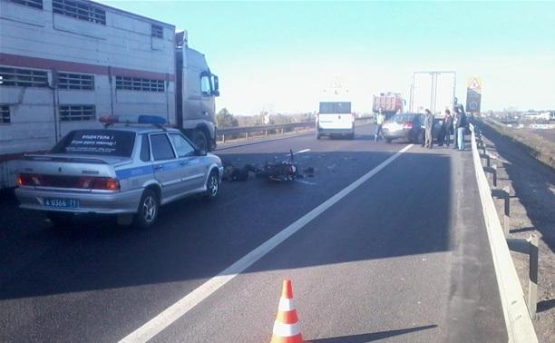Под Тулой скутерист протаранил грузовик