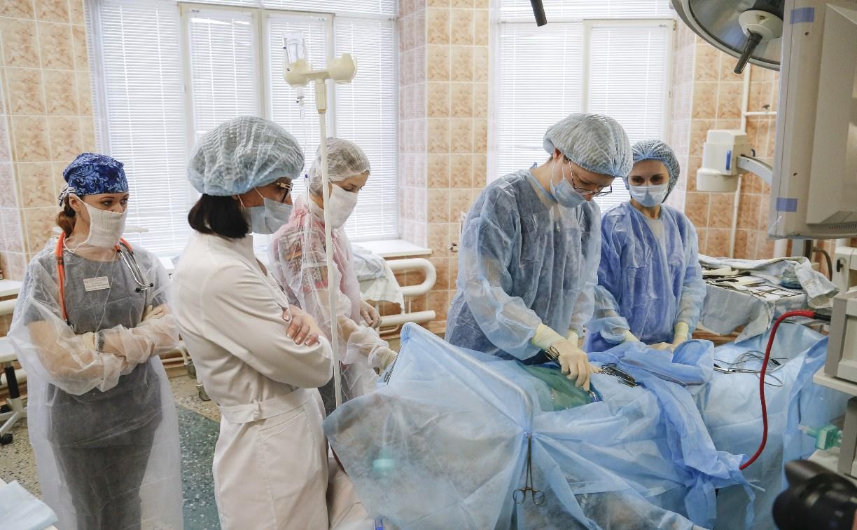 Хирурги Ваныкинской больницы оперируют на новом оборудовании (фото 18+)