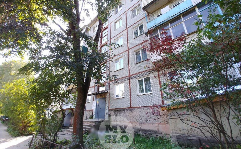 На ул. Тимирязева в Туле из окна четвертого этажа выпал мужчина