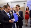 Дмитрию Медведеву подарили чехол для iPhone в виде тульского пряника