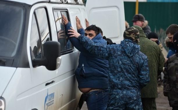 Полиция в Плеханово задерживает местных жителей