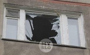 В Туле полиция, МЧС и газовщики выясняют, почему в квартире в девятиэтажке вылетели стекла