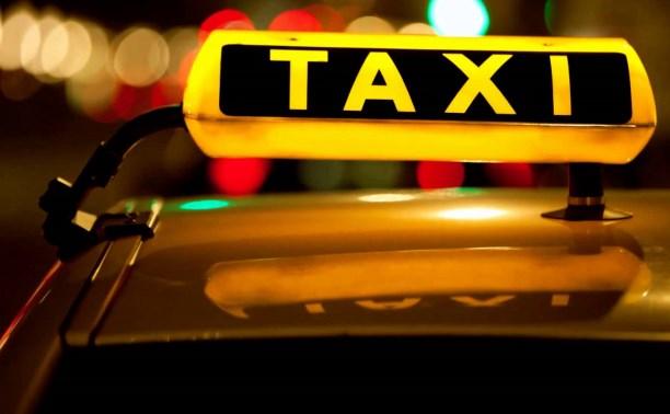 Новомосковский таксист прикарманил банковскую карту пассажирки