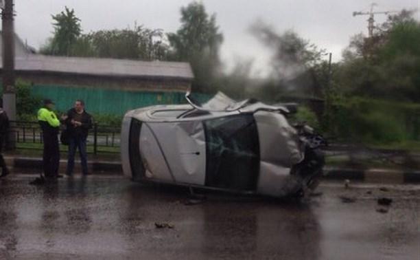 На ул. Дмитрия Ульянова перевернулся автомобиль