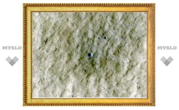 В молодом марсианском кратере нашли водяной лед