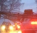 На Венёвском шоссе самосвал снёс эстакаду с трубами