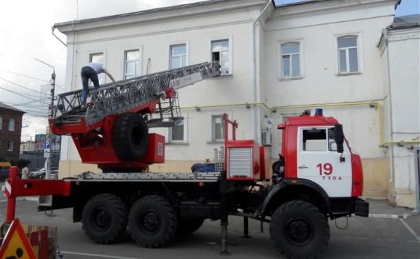 Тульские пожарные провели учения в здании УГИБДД