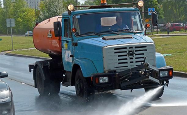 В жаркую погоду улицы города поливать будут чаще