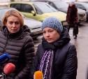 Из зала суда вышли кандидат в усыновители Матвея Наталья Тупякова и Ольга Синяева