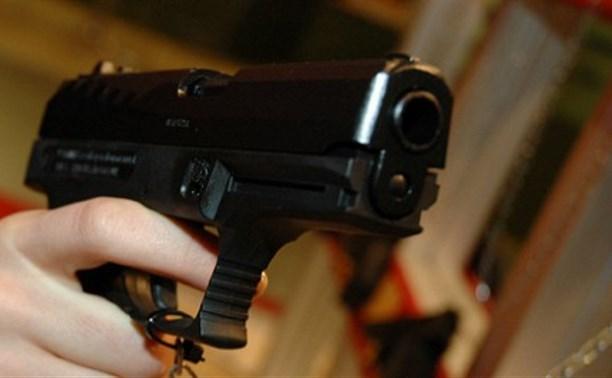 В Алексине пьяная женщина стреляла в посетительницу магазина из пневматики