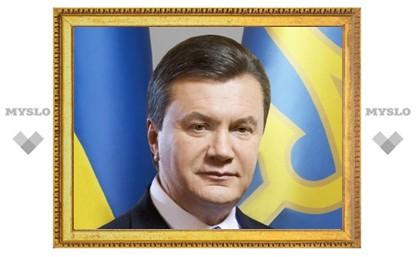 Янукович ответит в суде за официальный статус бандеровцев