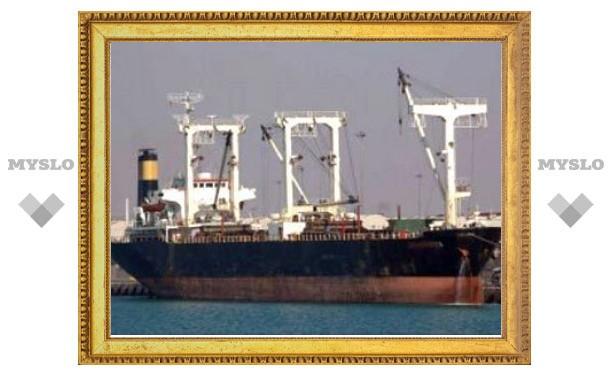 С тонущего грузового судна около Мумбаи спасли 30 человек