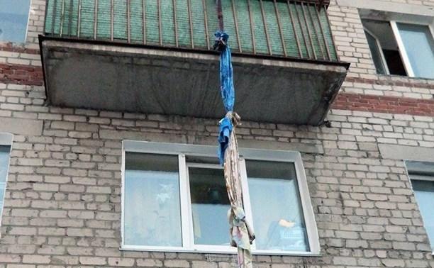 В Туле мужчина сорвался, спускаясь по простыне из окна