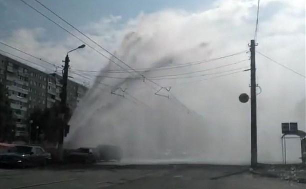 В тульском Заречье из-под земли забил фонтан: видео