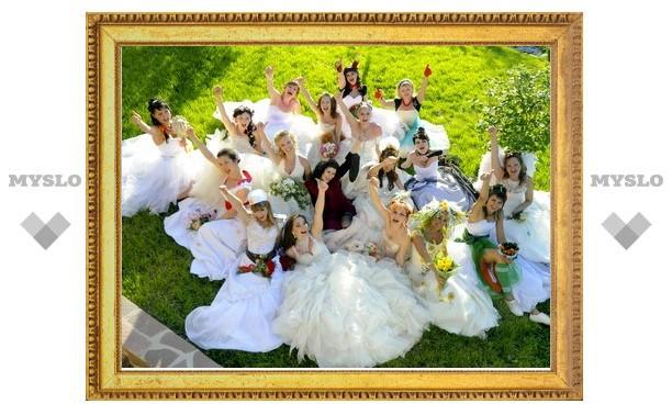Тулячкам предложили вновь надеть свадебные платья